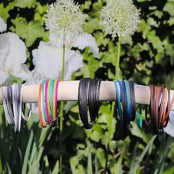 which one is your favourite? 🌼⠀ .⠀ magst du es schlicht oder doch lieber farbenfroh? 😍⠀ .⠀ .⠀ #bracelet #armband #bracciale #wemadeyourbracelet #handmadebracelet #handmade #madewithlove #fairproduced #naturns #südtirol #southtyrol #madeinsüdtirol #madeinitaly #colorful #colors #favoritebracelet #accessoires #jewelry #fashionjewelry #südtirolstartup