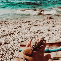 meeresluft ⠀ .⠀ .⠀ #wemadeyourbracelet #fairproduced #madeinsüdirol #naturns #komma5  #strand #wellen #meer #lifeisgoodatthebeach
