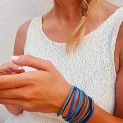 old but gold 🌸⠀ .⠀ unser german design award winner armband 2018 - ronja 🥳⠀ .⠀ .⠀ #bracelet #armband #bracciale #wemadeyourbracelet #handmadebracelet #handmade #madewithlove #fairproduced #germandesignaward2018 #naturns #südtirol #southtyrol #madeinsüdtirol #madeinitaly #colorful #colors #favoritebracelet #accessoires #jewelry #fashionjewelry #südtirolstartup