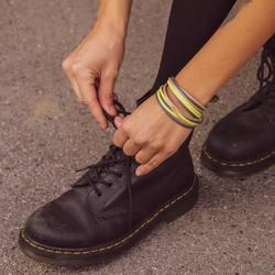 NEUE Verschlüsse. NEUE Farben. NEUER Look. 😍 . . unsere magnetverschlüsse glänzen in ihrer neuen form, zudem gibt es sie jetzt in den neuen farben gold, rosé und schwarz. 🌸 . wir haben auch einige neue faebkombinationen kreiert, die deinen tollen look unterstreichen. ❤️ . www.komma5.com . . #bracelet #bracciale #armband #wemadeyourbracelet #handmadebracelet #madewithlove #startupsüdtirol #geschenksidee #present #madeinsüdtirol #madeinsouthtyrol #magneticclasp #favoritebracelet #naturns #colors #