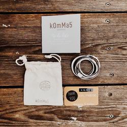 unsere umwelt ist uns wichtig.. 🌍⠀ ..deshalb verpacken wir dein armband in unseren von hand gestempelten baumwollsäckchen ❤️ zum versenden verwenden wir briefumschläge aus karton. ⠀ mit unserer verpackung möchten auch wir unserer erde etwas gutes tun und unseren beitrag für weniger plastik in den meeren leisten. 🌊⠀ es ist wichtig, auf plastik zu verzichten, so gut es eben geht.  .⠀ .⠀ #wemadeyourbracelet #fairproduced #madeinsüdirol #naturns #komma5 #plastikfrei #plastikfreieverpackung #savetheocean #savetheearth #baumwolle #reusable #environment #noplastic #cotton