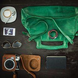 🌸 black friday sale 🌸⠀ .⠀ .⠀ schau doch mal in unserem onlineshop vorbei 🛍️ >> www.komma5.com << ⠀ .⠀ .⠀ #wemadeyourbracelet #fairproduced #madeinsüdirol #naturns #komma5 #blackfridayweek #blackfridaysale #sale #hurryup #coffee #details #accessoires #camera #bag #green