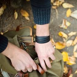 fall is proof that change is beautiful 🍁 . . #bracelet #armband #bracciale #wemadeyourbracelet #handmadebracelet #handmade #madewithlove #fairproduced #germandesignaward2018 #naturns #südtirol #southtyrol #madeinsüdtirol #madeinitaly #colorful #colors #favoritebracelet #accessoires #jewelry #fashionjewelry #südtirolstartup #autumn #fall #autumnvibes #change